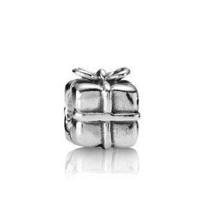 ✨ RETIRED Pandora Gift Charm